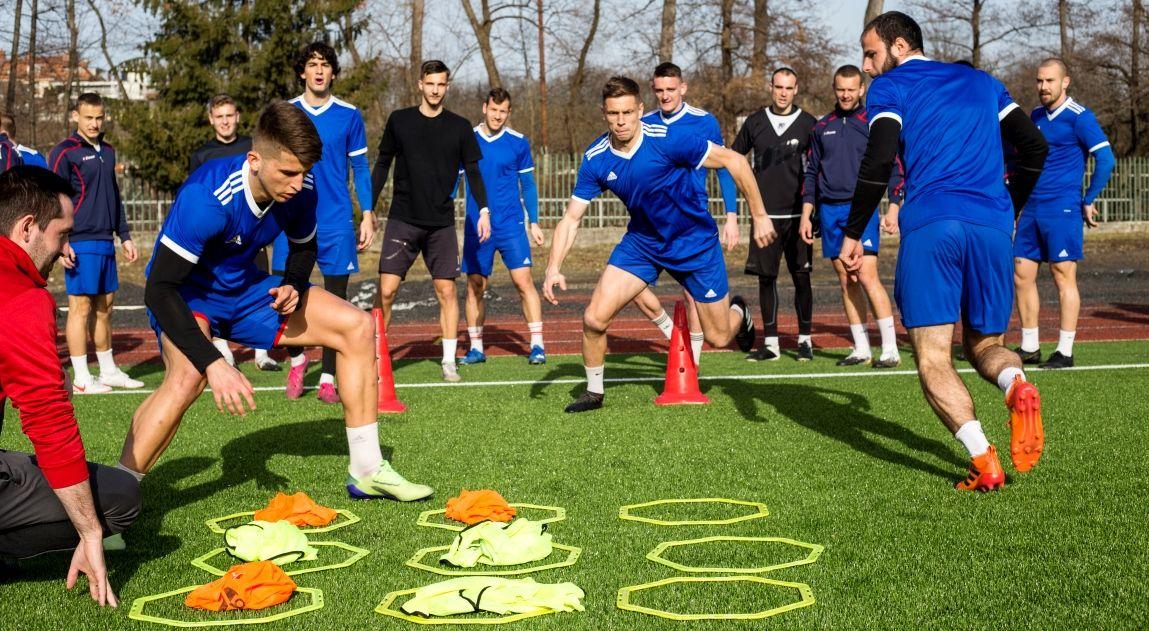 Stredajší tréning futbalistov Dukly pred duelom v Trebišove (J. Tuček)