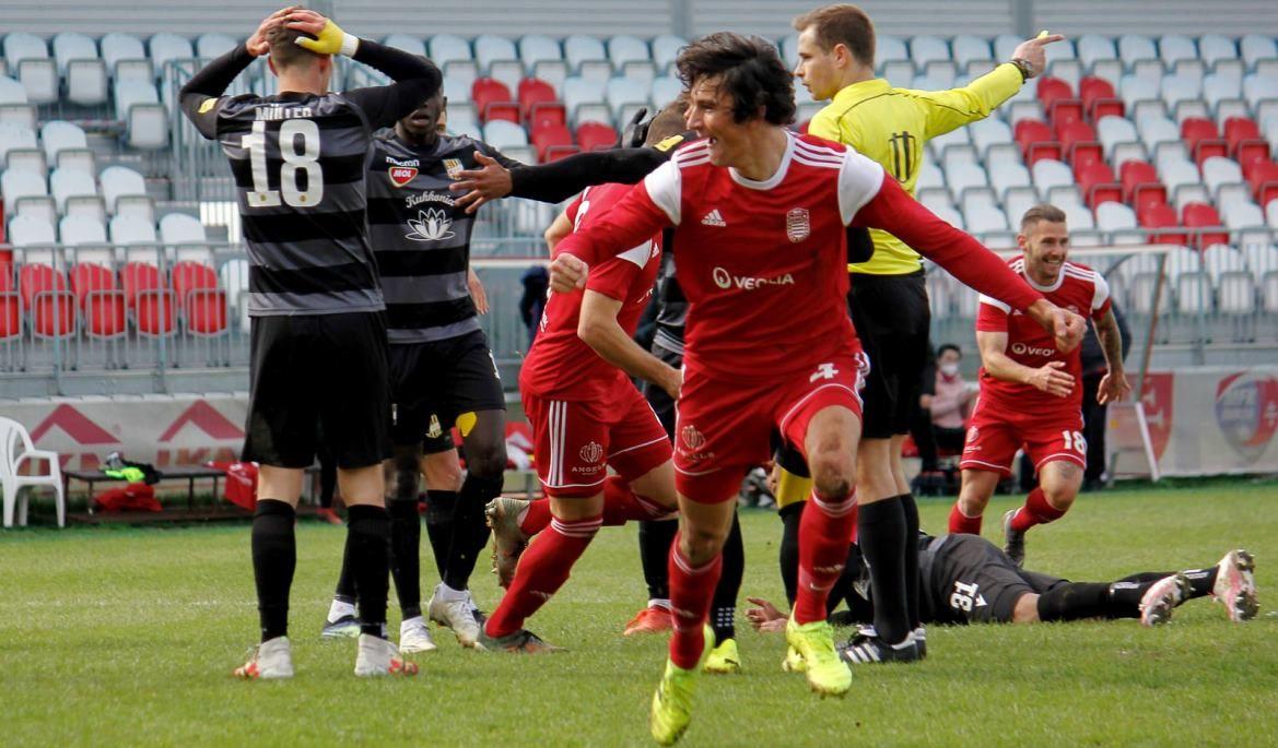 Viktor Tóth sa raduje z víťazného gólu (R. Bielik)