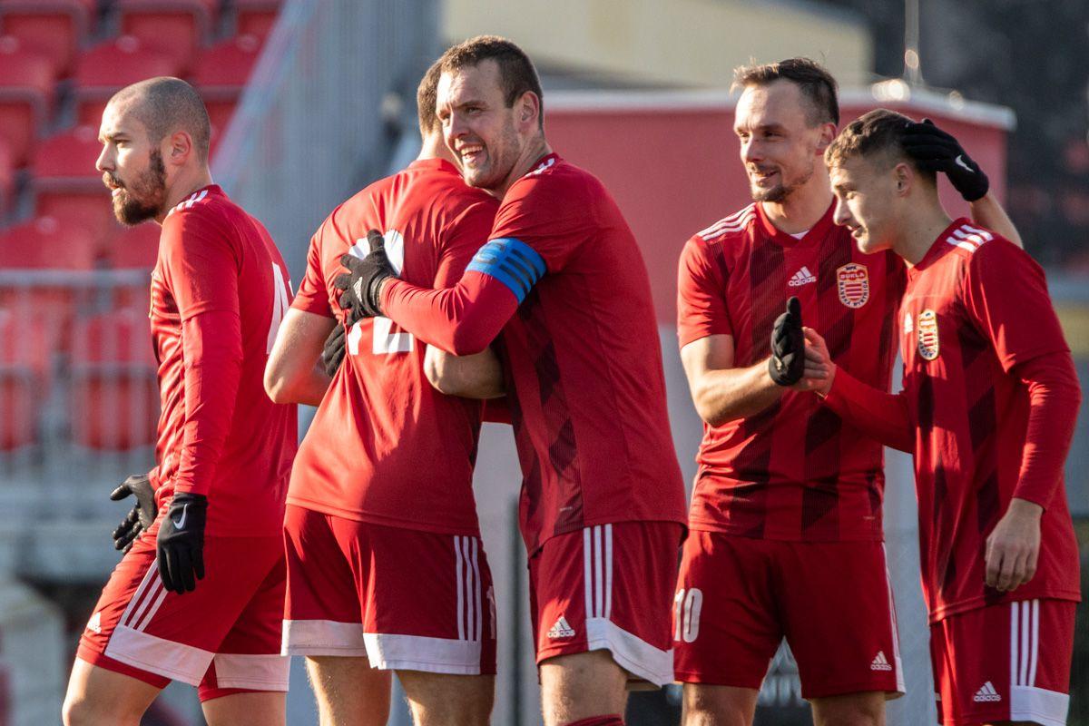 Hráči MFK Dukla sa tešia z gólu Adama Hanesa. Foto: Samo Telúch, Športová agentúra DUKLA
