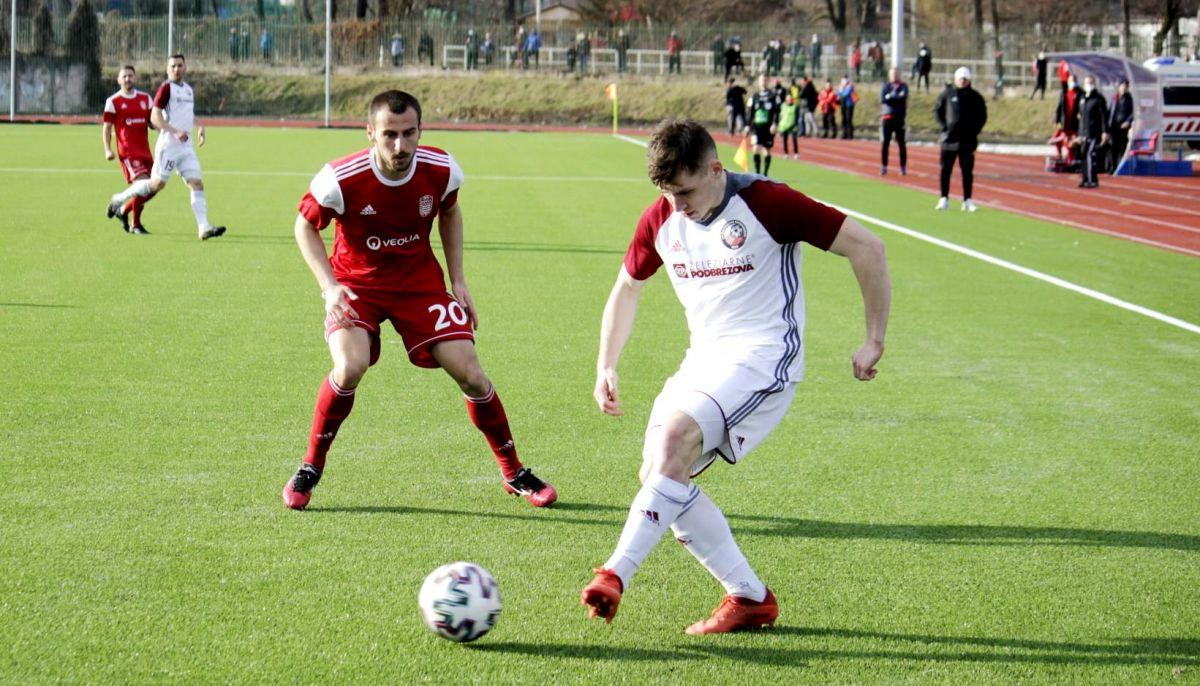 Na snímke strelec nášho gólu Miladin Vujošević (v červenom drese). Foto: R. Bielik.