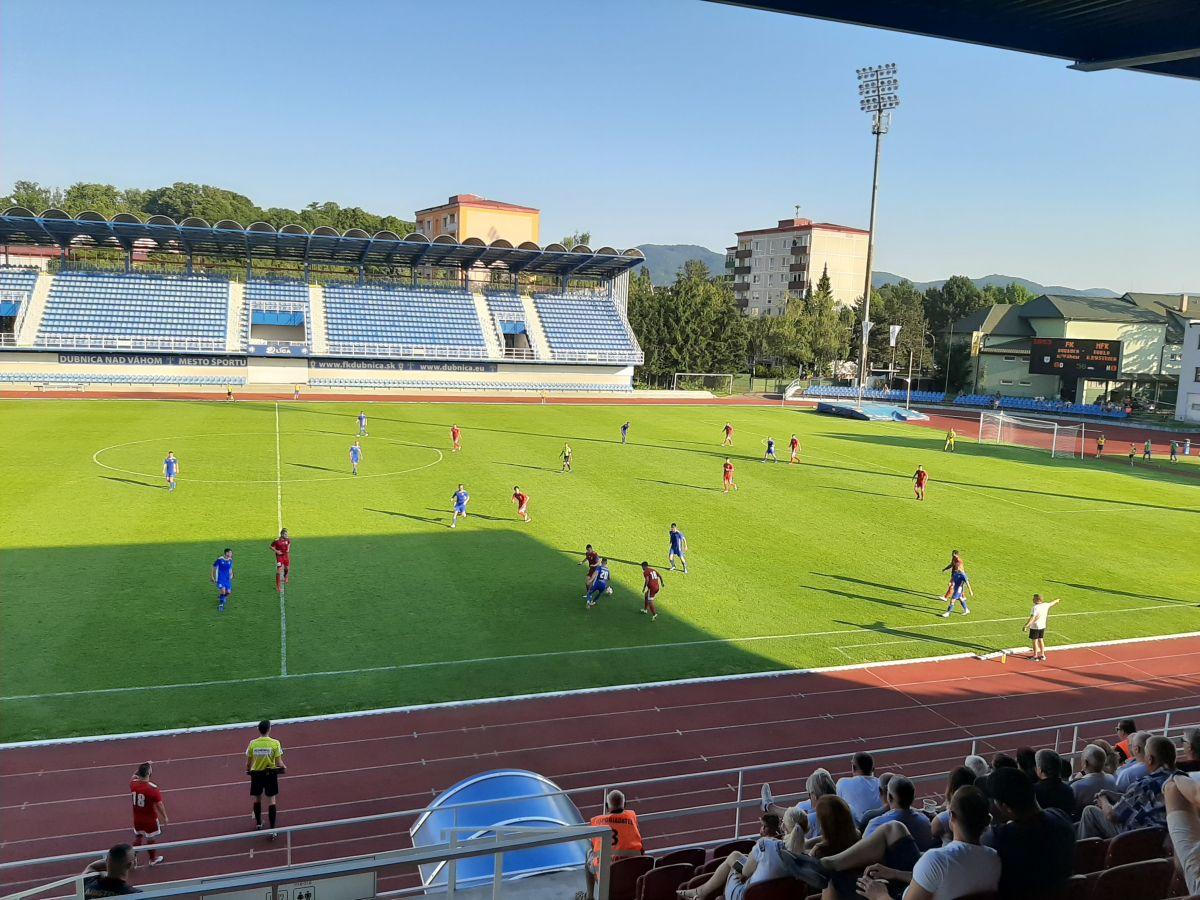 V úmornej horúčave medzišestnástkový futbal so zaslúženým 100. víťazstvom MFK Dukla v II. lige v samostatnej SR
