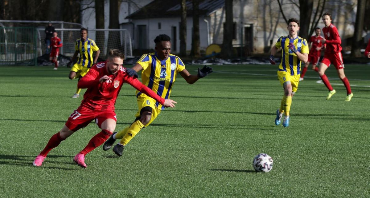 V popredí strelec dvoch gólov Dukly Milan Kvocera (foto. R. Bielik)